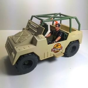 VINTAGE Lost World jeep and action figures